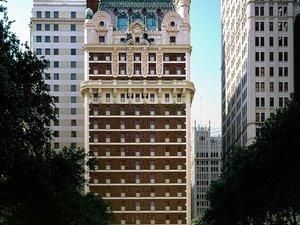 阿道弗斯酒店(The Adolphus Hotel)