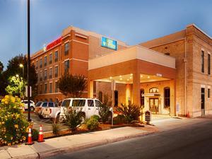 河濱日落貝斯特韋斯特優質套房酒店(BEST WESTERN PLUS Sunset Suites-Riverwalk)
