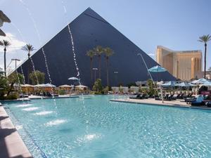 拉斯維加斯盧克索酒店(Luxor Hotel and Casino Las Vegas)