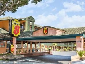 帕薩迪納/ LA區速8酒店(Super 8 Pasadena/LA Area)