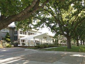 福雷斯特公寓酒店(Forrest Hotel and Apartments)