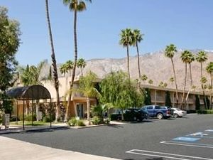 棕櫚泉戴斯酒店(Days Inn Palm Springs)