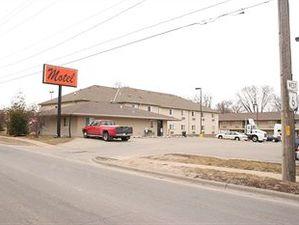 威力紫汽車旅館(Village Inn Motel)