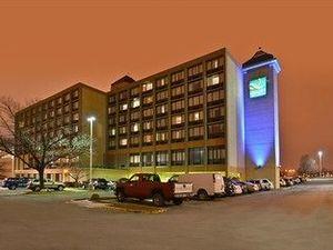 Quality Inn & Suites 會議中心酒店(Quality Inn & Suites Event Center)