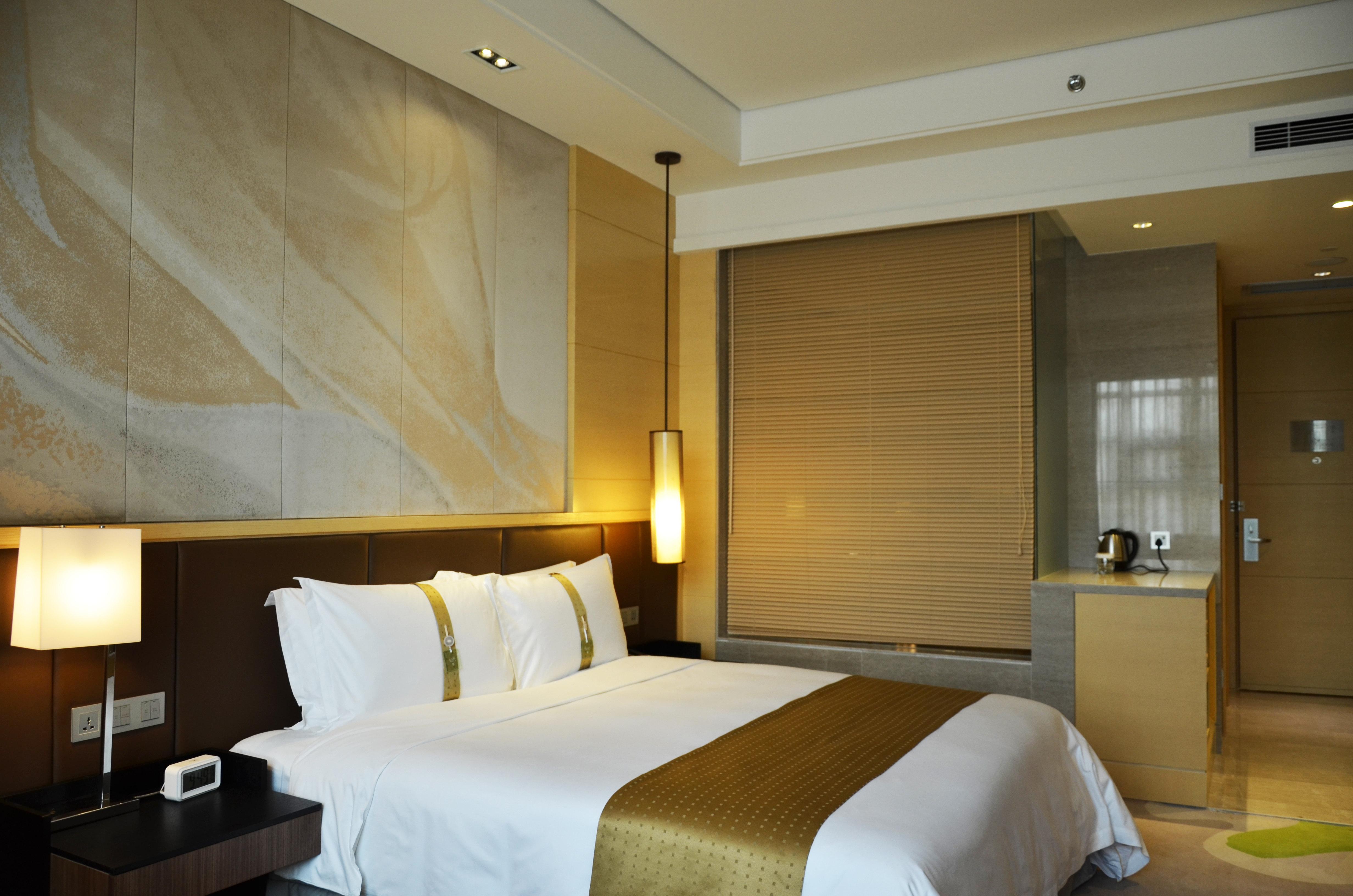青岛世园假日酒店-假日高级大床房[含早]