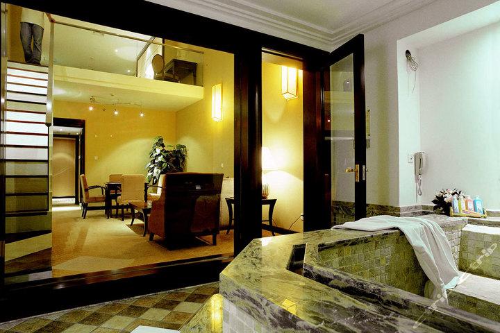 北京春晖园温泉度假酒店—复式温泉套房图片