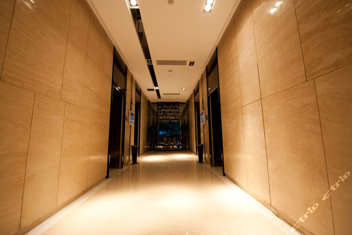 易成酒店服务公寓(广州保利中汇店)-欧式大床房(携程专享)