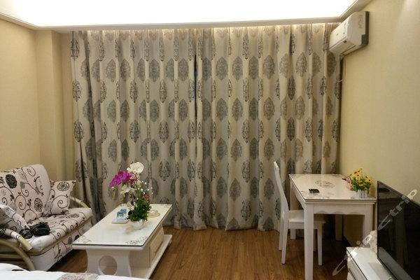 重庆紫晶公寓酒店(现代欧式高级大床江景房)
