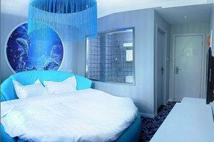南京唯爱之星主题宾馆-风尚浴缸房
