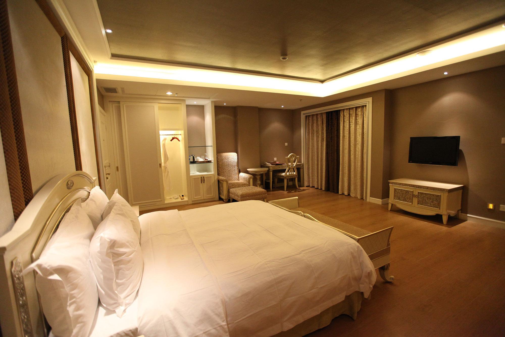 泸沽湖银湖岛大酒店(商务湖景标间大床房)