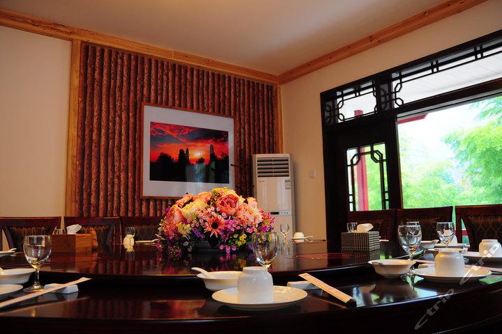 餐厅单间复古装修图