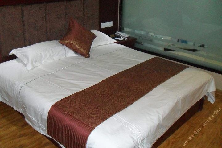 嘉峪关凌雲阁商务酒店(商务大床房)