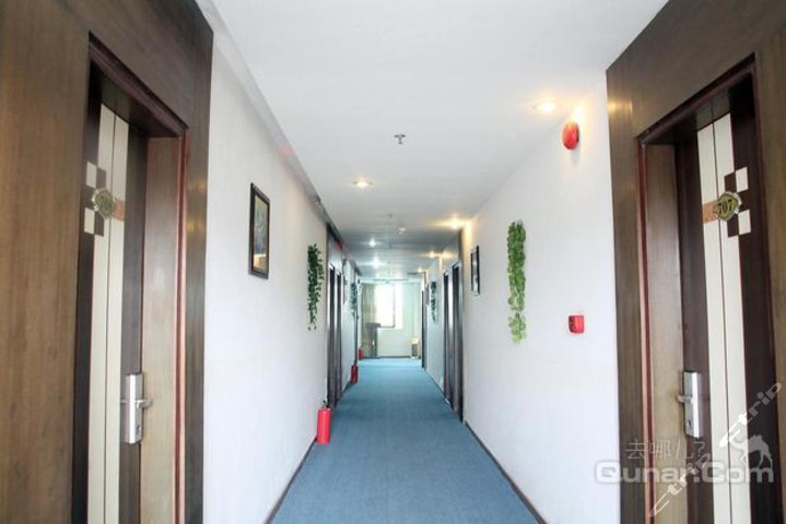 宾馆环境优雅,地理位置优越,购物便利,基础设施齐全,是旅行下榻的理想