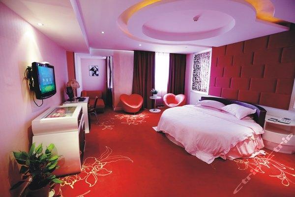 台州深澜概念酒店-圆床房