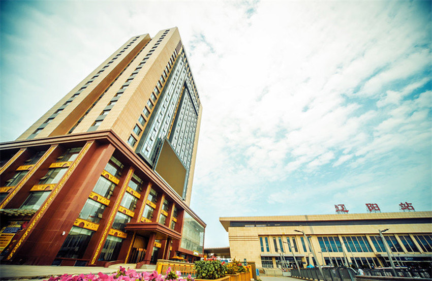 辽阳金府商贸饭店(高级大床房/高级标准间)