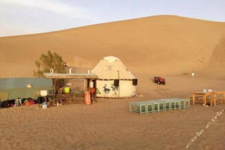 敦煌鸣沙山月牙泉沙漠露营特色住宿