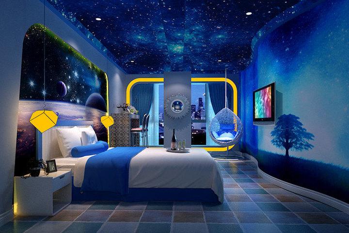 西双版纳雨林之恋情侣主题酒店-蓝色星空图片