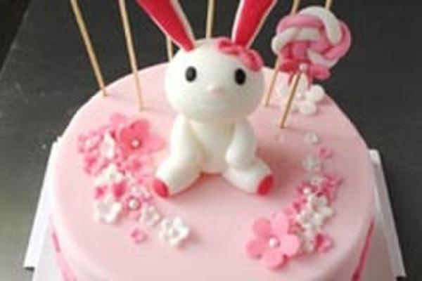 萌宠来袭,兔宝宝翻糖蛋糕吃货们的福音,粉色温馨小浪漫,更有口感清新