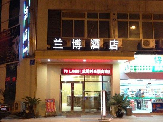 苏州市吴中区木渎镇惠灵路200号(香港街与花苑街