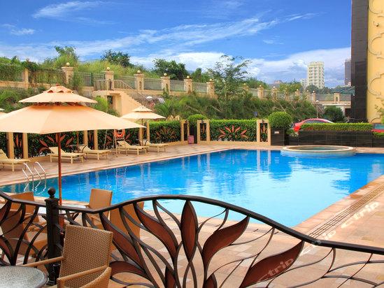 康体休闲中心,独立的欧式至尊夜总会等各项设施一应俱全;并配备游泳池