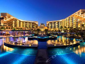【暖冬大促 性价比高】三亚亚龙湾美高梅度假酒店1晚,亚龙湾一线海景,海滩距离住宿有1分钟步行路程。