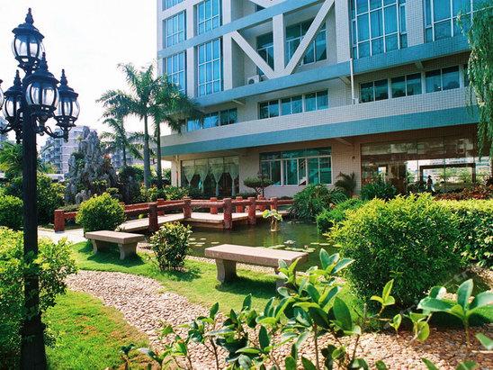 珠江路中段,汕头民航大酒店的地址
