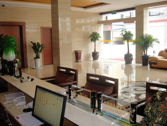 酒店设施齐全,装修豪华典雅,融欧式古典园林风格和现代设计风格为一体
