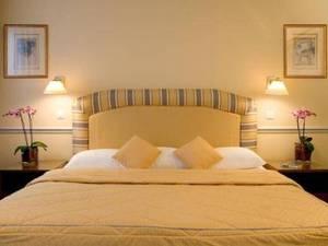 Fraser Suites le Claridge Champs-Elysees(香榭麗舍克拉里奇輝盛套房酒店)
