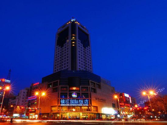 """典型欧式建筑风格,散发着浓郁的西方文化,而饭店独具匠心地穿插了""""吴"""