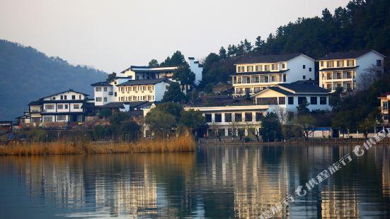 Nanbei Lake Huguang Shanju Holiday Hotel