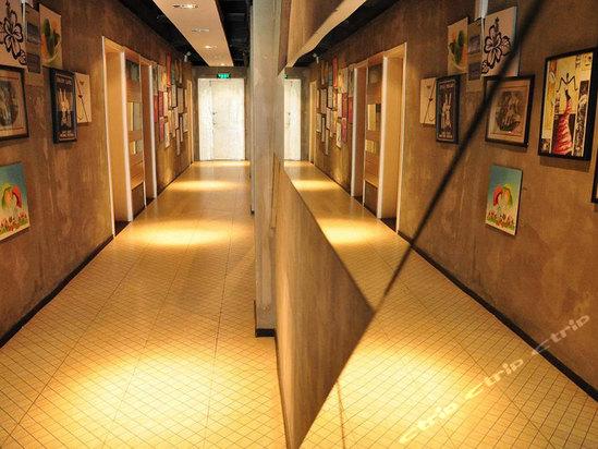 蜂巢造型走廊设计图