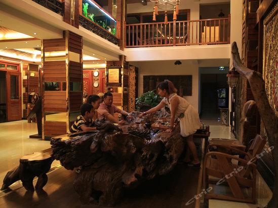西双版纳傣王宫泰国风情酒店设施齐全,装修高贵典雅,融泰式风格和
