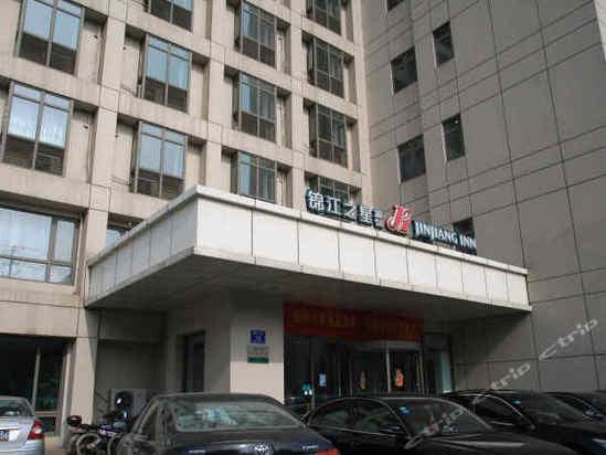 毗邻南京火车站,中央门长途汽车总站和狮子桥美食