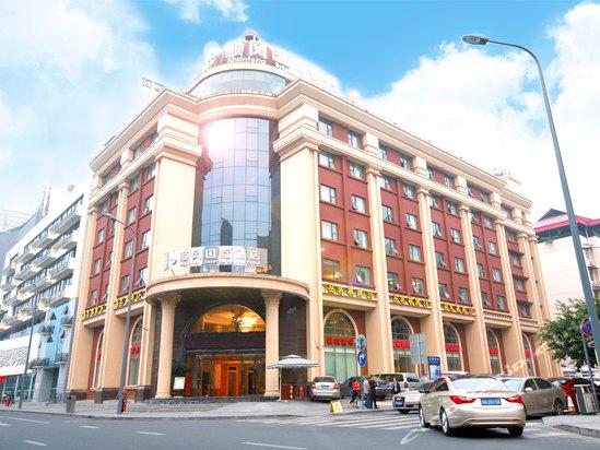 成都顺风国际酒店地处繁华的双楠片区