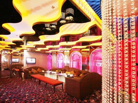 乌鲁木齐银都世界电影楚门的酒店讲的什么图片