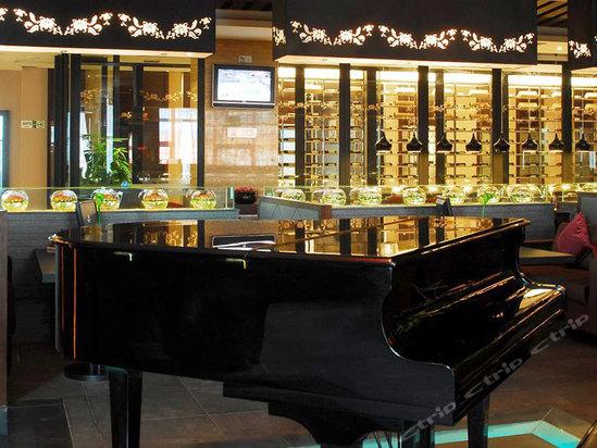 咖啡厅钢琴