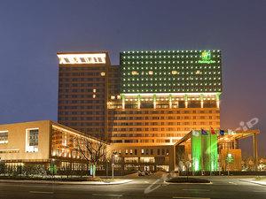 【位置优越,交通发达】上海西郊假日酒店+可加购朱家角古镇/东方绿舟