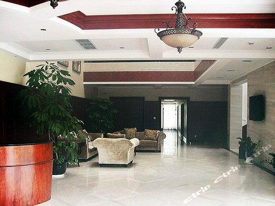 草坪   上海小木屋会务中心座落于上海市奉贤