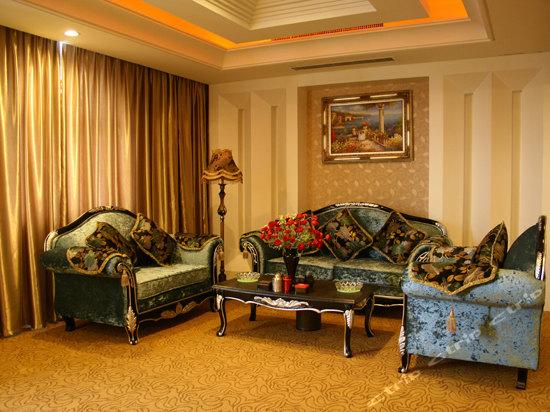 装修豪华典雅,融欧式古典园林风格和现代设计风格为
