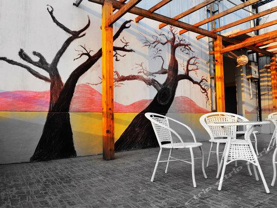 位于长沙市天心区宝塔山社区杏花园,比邻湘江,眺望岳麓山.