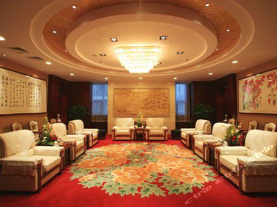 建筑面积1.7万平方米,酒店建筑为中式风格,由主楼,附属楼组成.图片