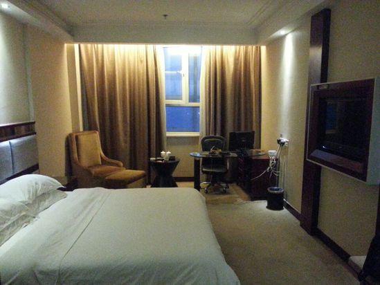 """"""" style=""""color:#0066cc;cursor:pointer;"""">联系方式   喀什丽豪大酒店由喀什天盛房产投建,东方凯悦酒店管理公司管理,总面积8000M2,位于喀什市繁华商业区,毗邻喀什地区最大的商业步行街、玉石古玩一条街,地理位置优越,四周交通便利,是一家集住宿、餐饮、休闲和旅游等多功能为一体的综合性商务酒店。   喀什丽豪大酒店主楼设有商务套房、VIP房、商务标准间、商务单间等各类房型121间,客房装修精致,淡雅高贵。房间内提供市话服务;并配备有线电视、极速宽带,小酒吧等,是"""