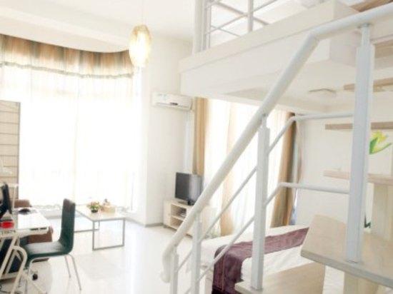 住的房间,有个小楼梯,孩子很喜欢,上下跑来跑去.图片