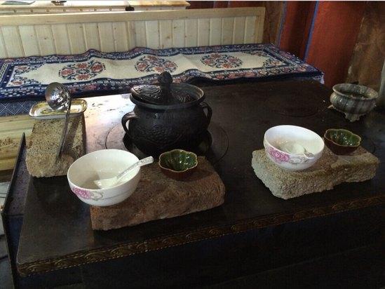 藏式烧炭桌图片