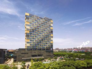约5分钟车程即到迪士尼!上海浦东绿地铂骊酒店+上海迪士尼度假区门票,部分房型含双早双晚套餐,乐享度假!