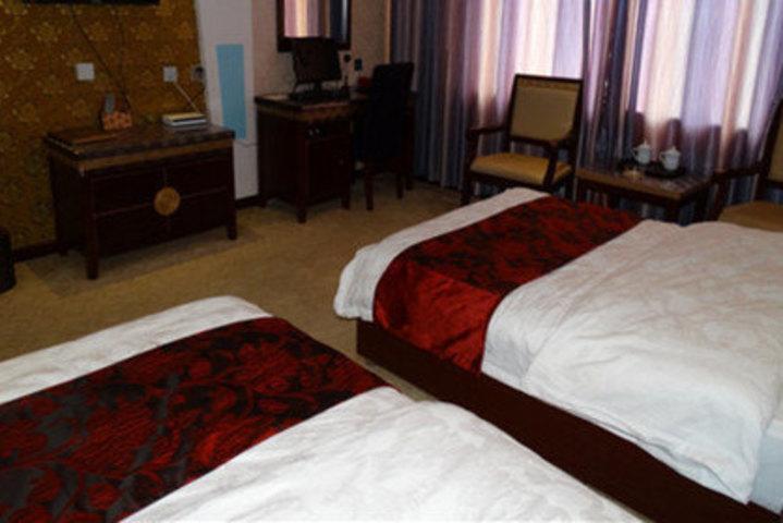海南高原红酒店(普通标准间)