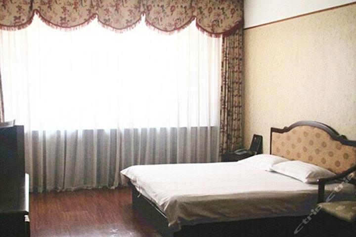 [黄岛经济技术开发区]青岛万紫千红商务宾馆(豪华大床房)