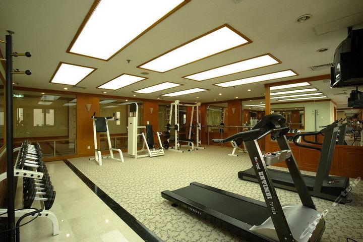 北京昌平附近健身房求推荐,还有年卡费用等等