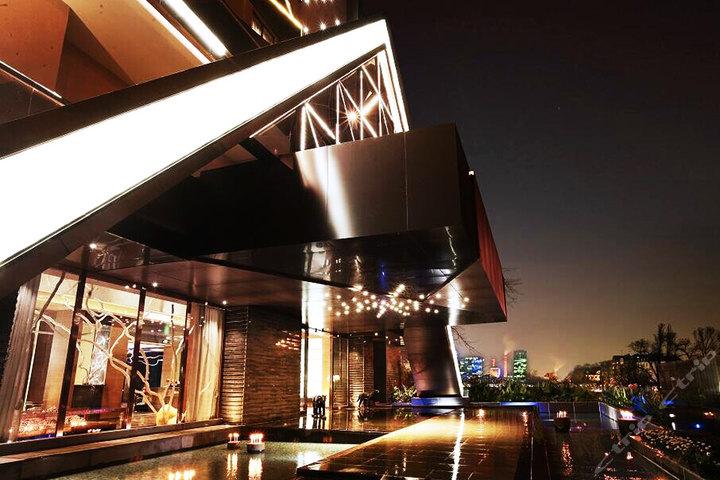 尊享诗娜卡琳酒店阳光套房1晚+免费早餐2份+更多优惠!