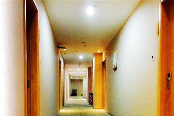 青岛悦轩精品酒店—前台
